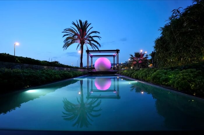 Glowing sphere pool design